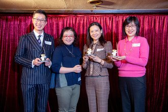 Dr Bonita Law presented souvenirs to lucky draw winners