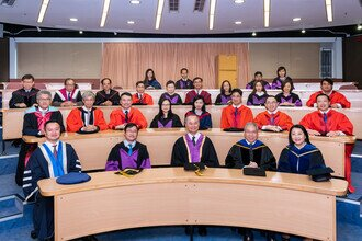 Group photo of Procession members including Prof FOK Tai-fai, Pro-Vice-Chancellor of CUHK, Prof CHAN Wai-yee, Pro-Vice-Chancellor of CUHK, Prof Anthony CHAN, Dean of Graduate School, Prof ZUO Zhong, Acting Dean of Faculty of Medicine and 24 academic staff