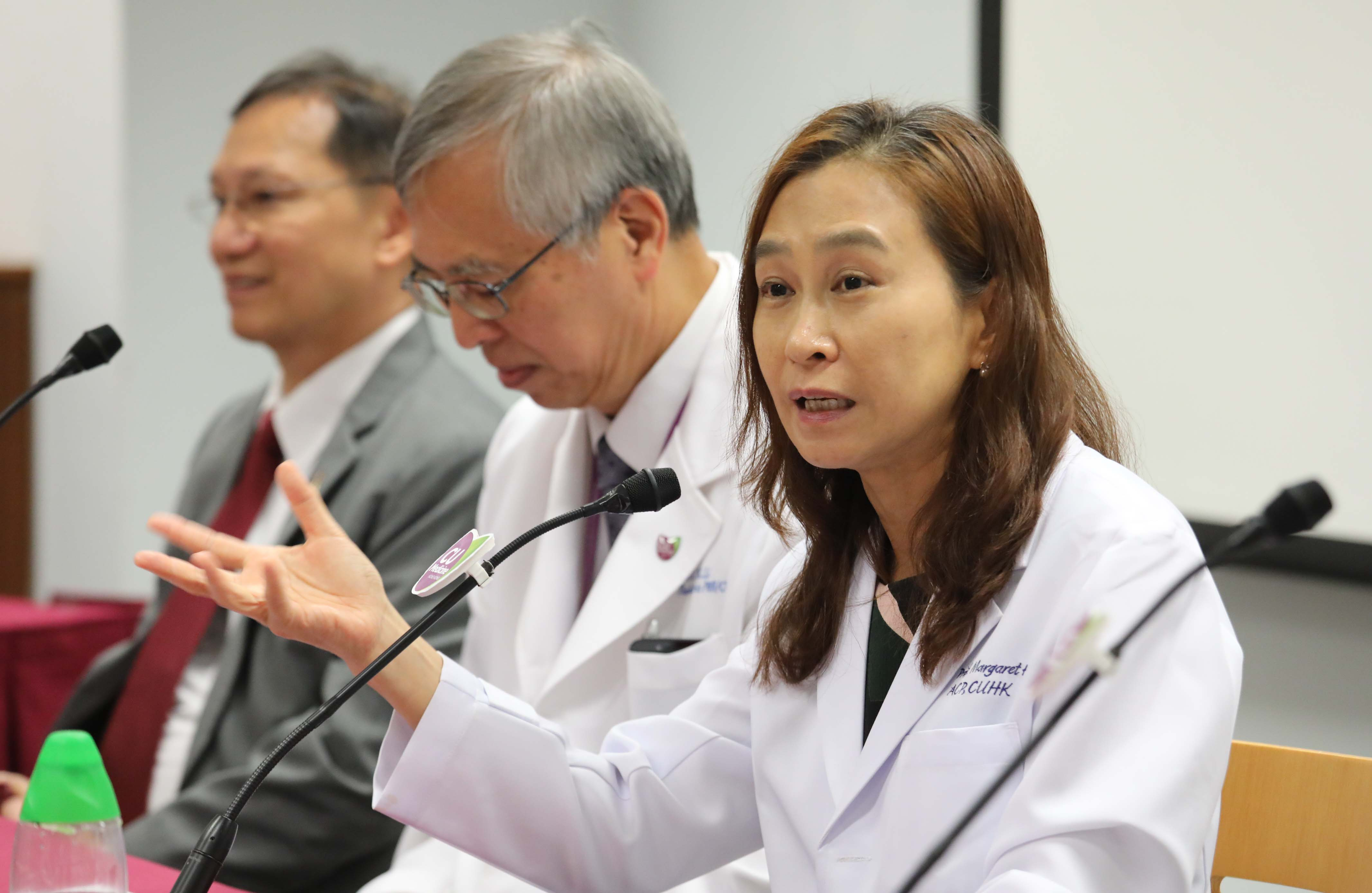 Professor Margaret NG (right), Professor of the Department of Anatomical and Cellular Pathology of the Faculty of Medicine at CUHK, explains that in CAR-T cell therapy, a patient's T cells are genetically modified to build in radar-like receptors on the cells. The T-cells can recognise and attack cancer cells after being reinfused into the patient's body.