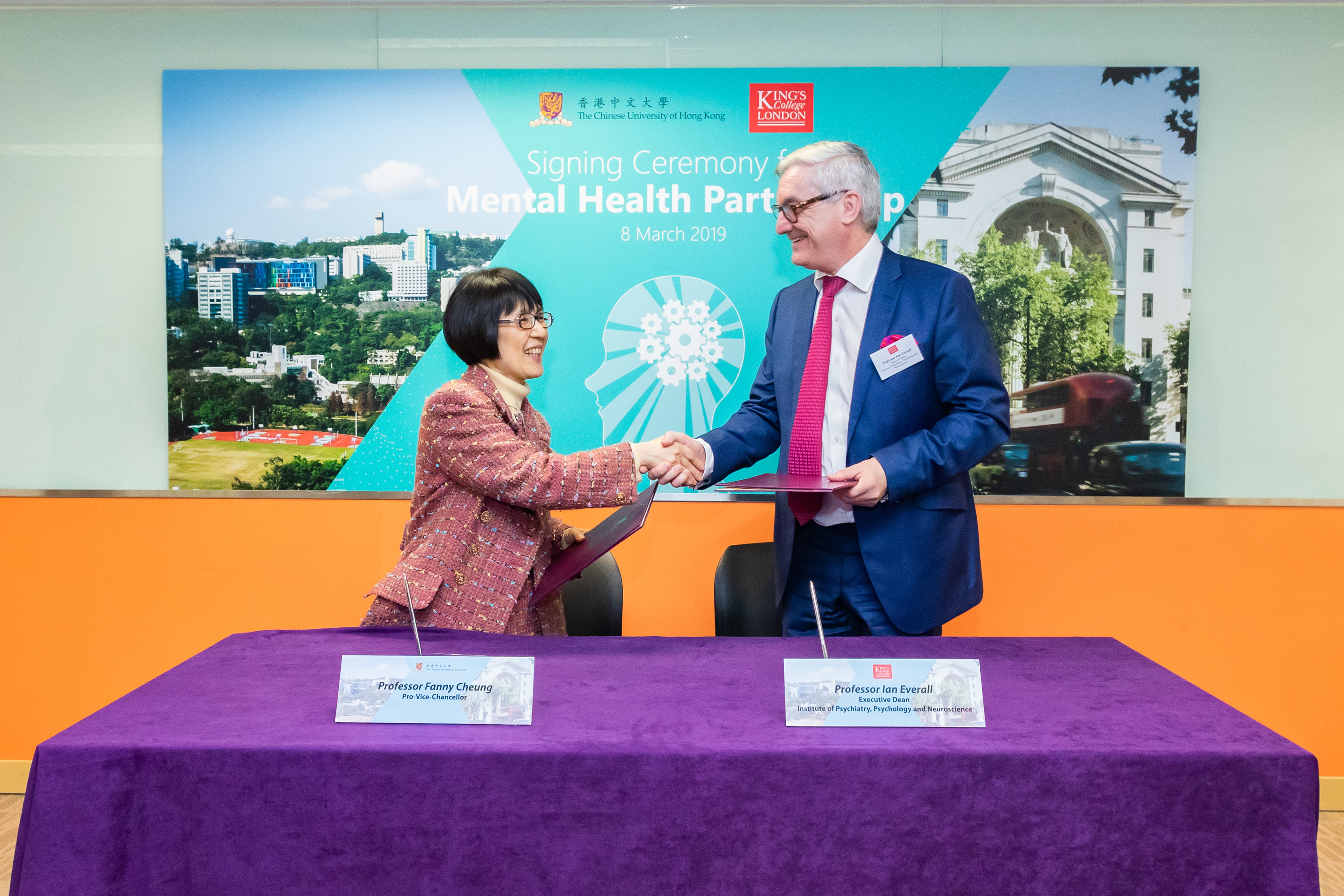 Prof. Fanny CHEUNG, Pro-Vice-Chancellor of The Chinese University of Hong Kong (CUHK) and Prof. Ian EVERALL, Executive Dean of the Institute of Psychiatry, Psychology, and Neuroscience at King's College London (KCL) sign an MOU for the collaboration between the two universities, with a focus on mental health research.