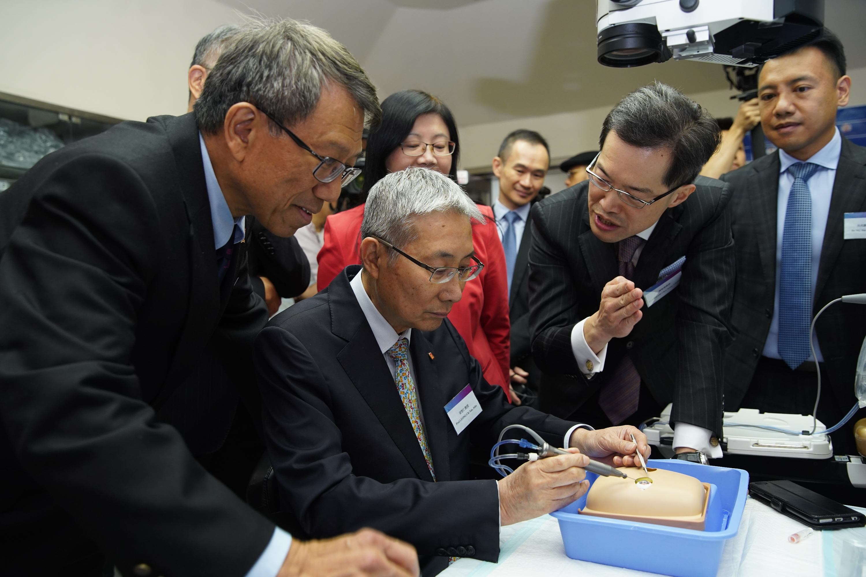 "Guests visit the ophthalmic microsurgical training equipment at the CUHK Eye Centre. Every year more than 100 eye doctors and eye care professionals will be able to enhance their surgical and procedural skills through the ""CUHK Jockey Club Ophthalmic Microsurgical Training Programme""."