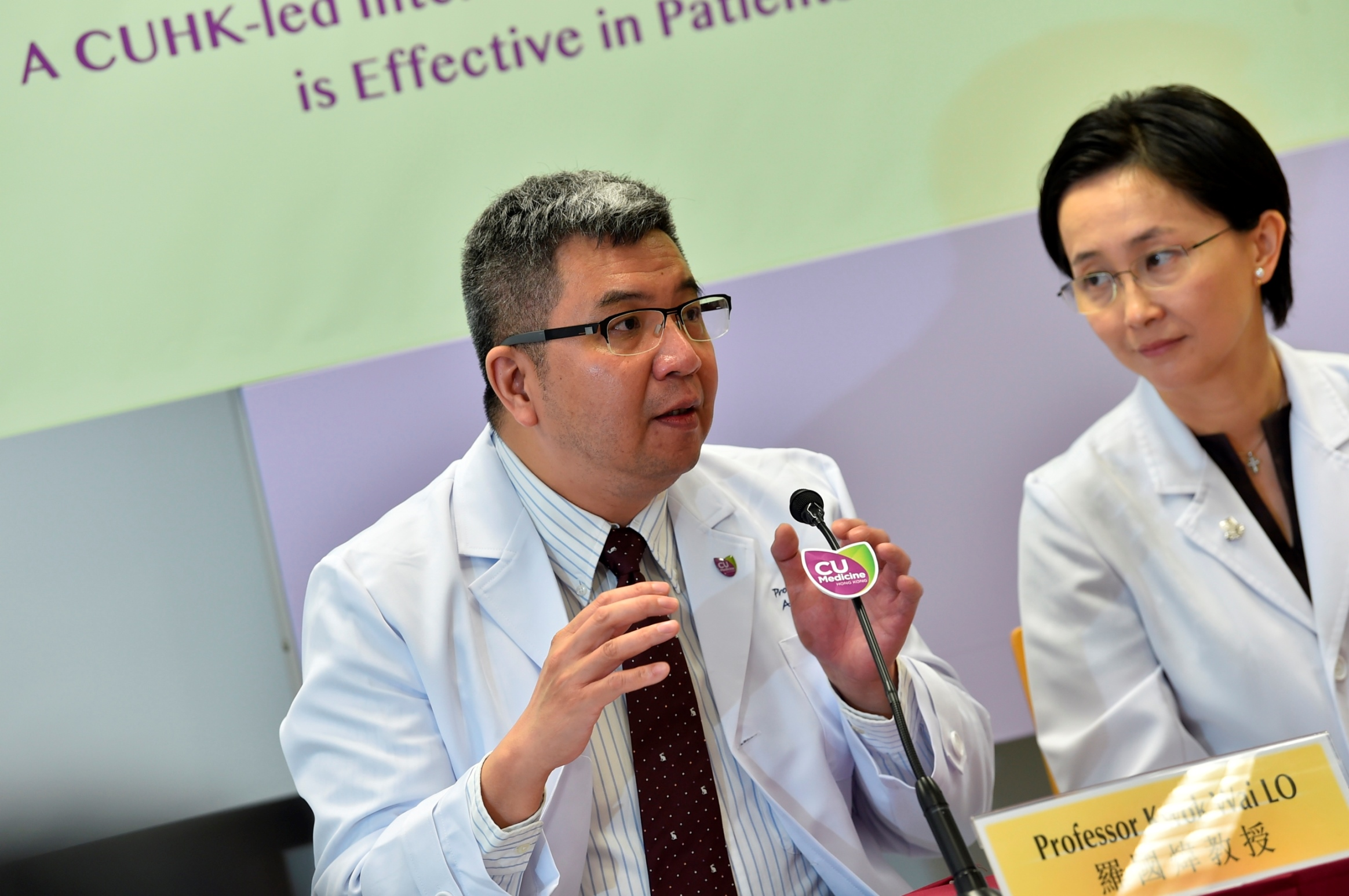 Professor Kwok Wai LO (left) hopes that by identifying the biomarkers in NPC patients, the prognosis assessment as well as the development of precision medicine could be facilitated, hence enhancing the treatment outcomes for advanced NPC patients.