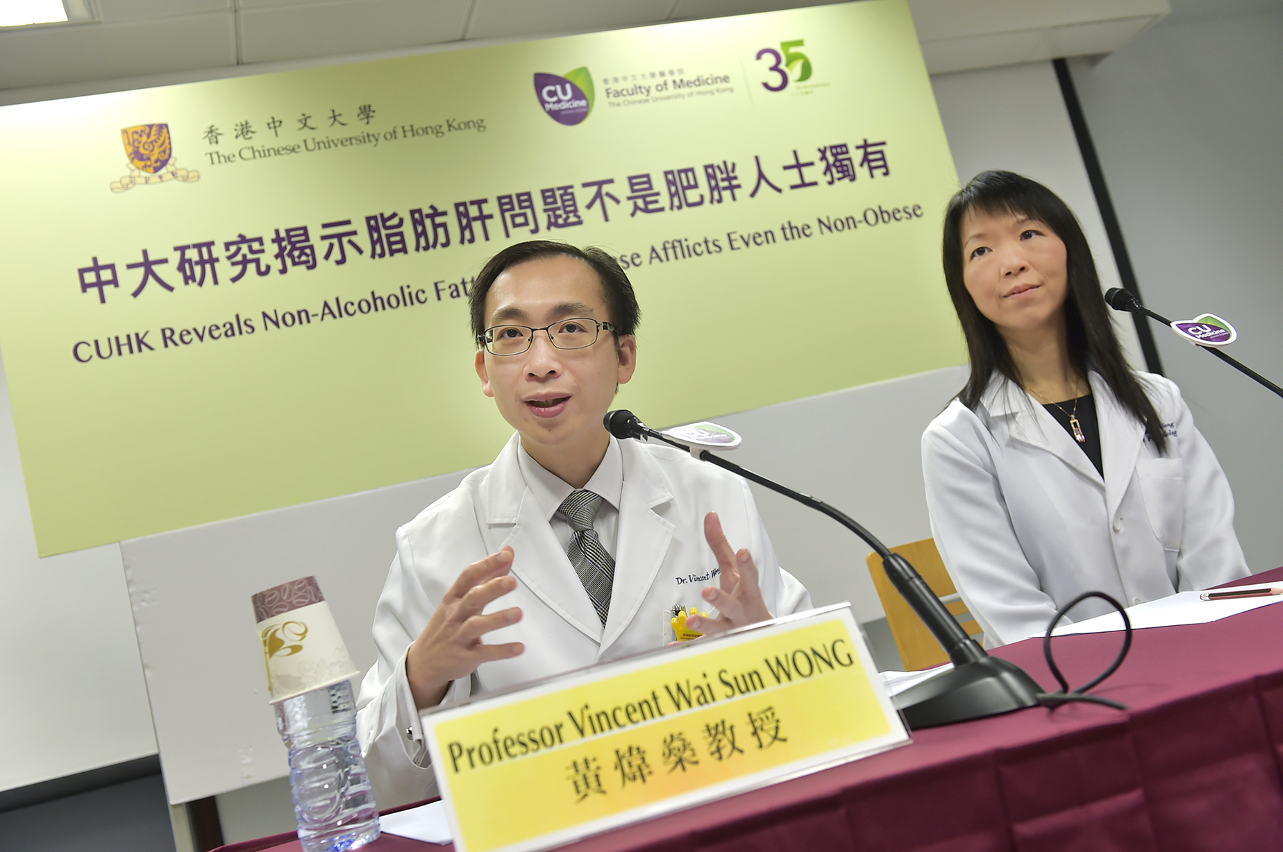 Studies conducted by CUHK Faculty of Medicine reveal that 1 out of 5 non-obese subjects suffer from non-alcoholic fatty liver disease. Some cases may even develop severe liver fibrosis. (Left) Prof. Vincent WONG and Prof. Grace WONG, Division of Gastroenterology and Hepatology, Department of Medicine and Therapeutics.