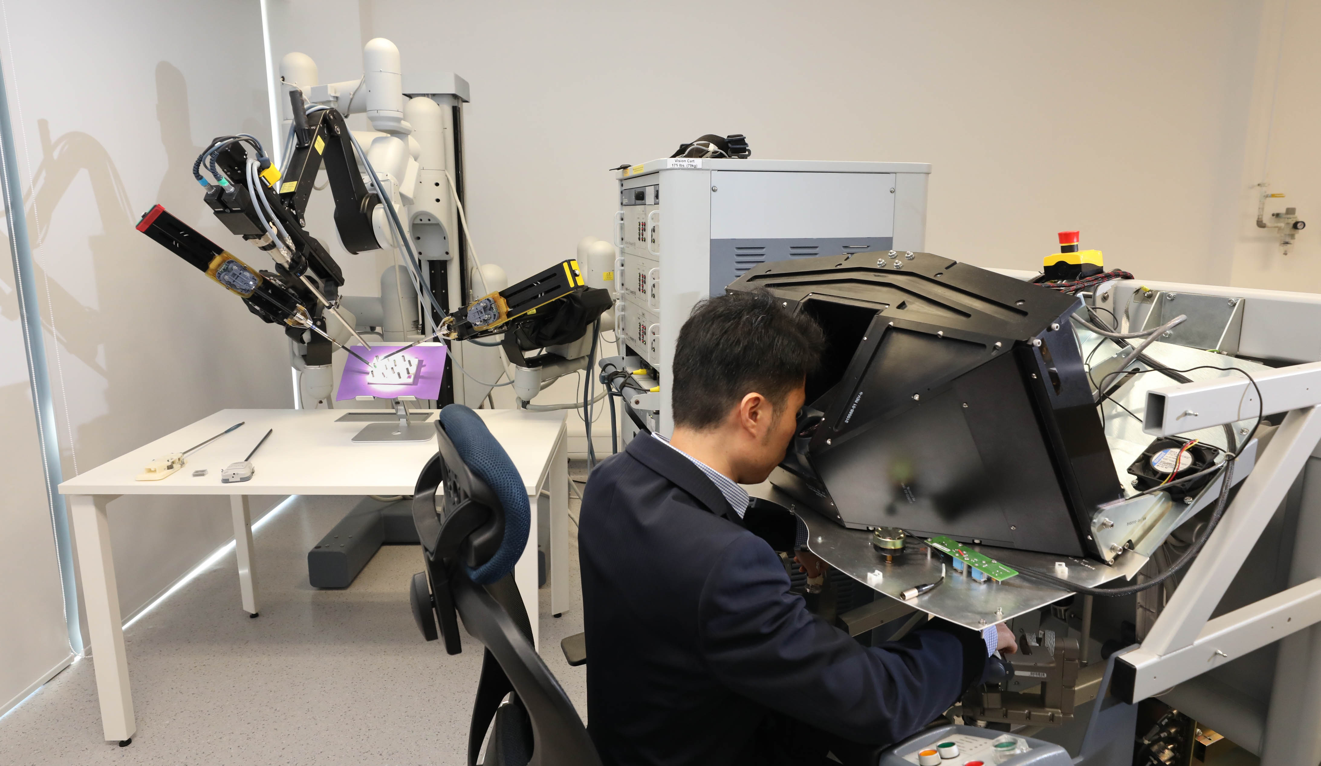 CUHK has been collaborating with Johns Hopkins University to develop medical robotic instruments and control algorithms to provide safer robotic tools for patients by making the operation safer and easier.