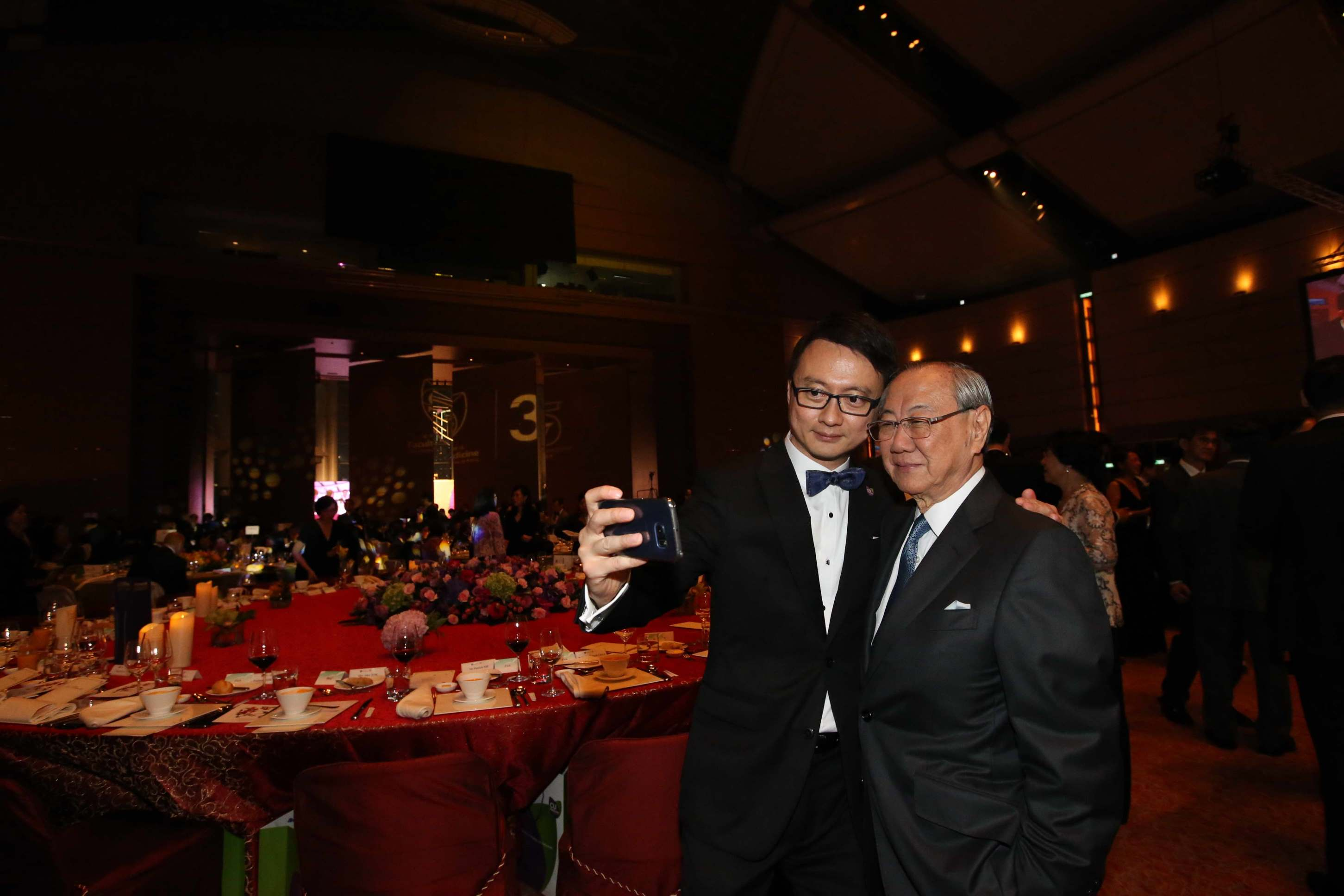 (Left) Prof. Francis CHAN and guest join the mobile selfie session to capture the memorable occasion.